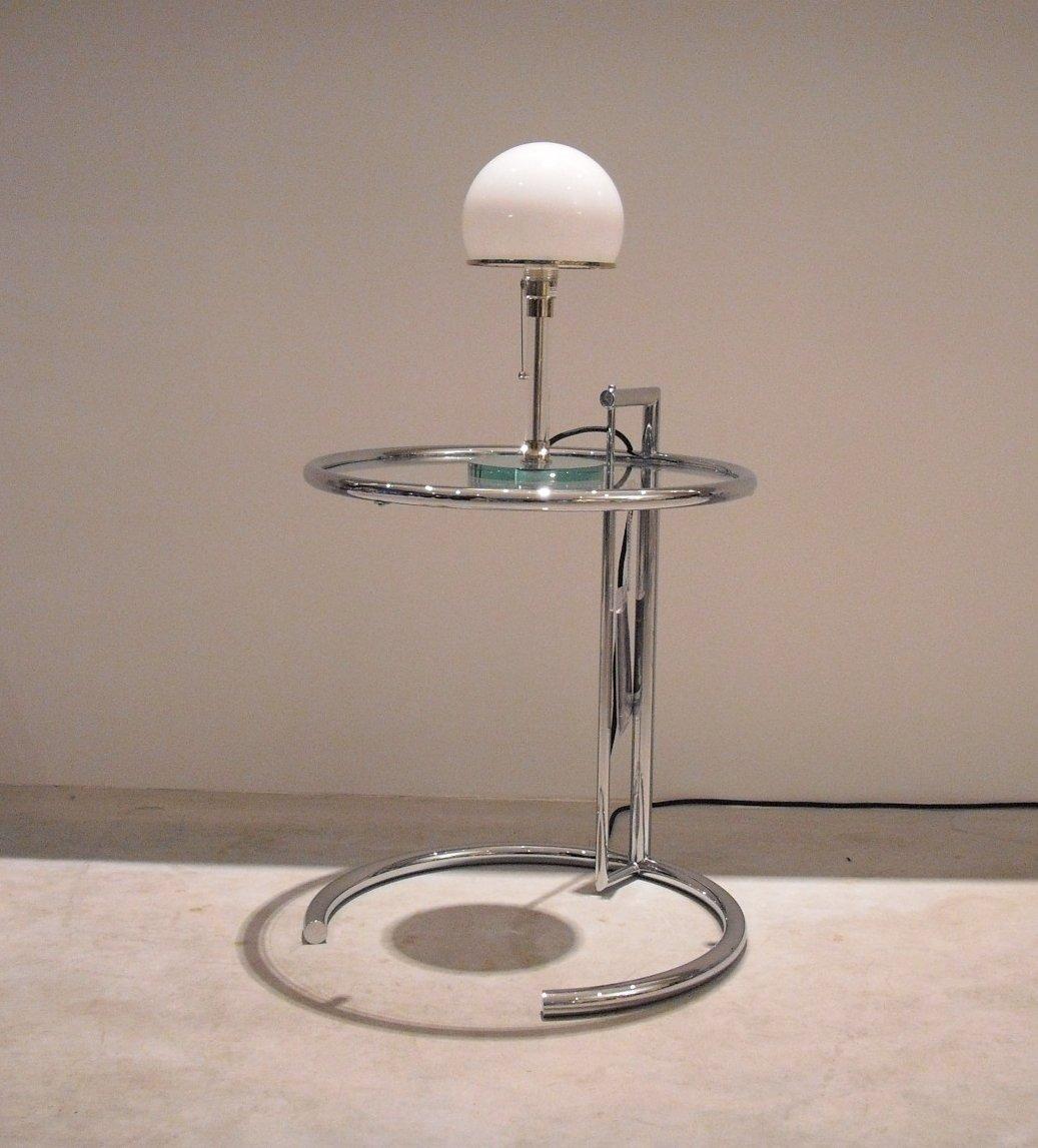 Set aus ClassiCon Adjustable Table E1027, Eileen Gray und Tecnolumen Wagenfeld WG24, Tischleuchte DesignKlassiker von Klingenberg