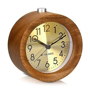 Navaris Despertador analógico - Reloj Circular de Madera con luz - Despertador Redondo con función repetición - En marrón Oscuro con Esfera Dorada: ...