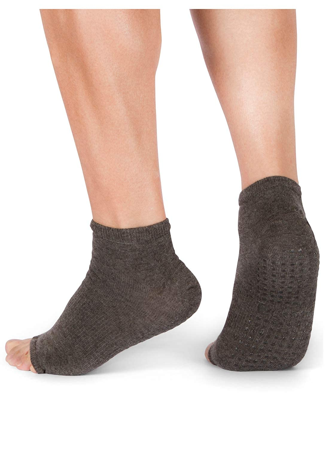 a0e916598 Amazon.com  Tucketts Womens Yoga Socks