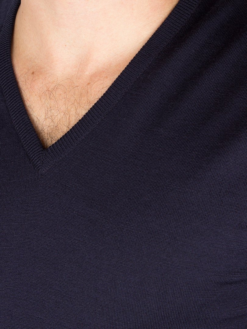 John Smedley Men's Bobby V Neck Merino Sweater, Midnight, Small by John Smedley (Image #2)