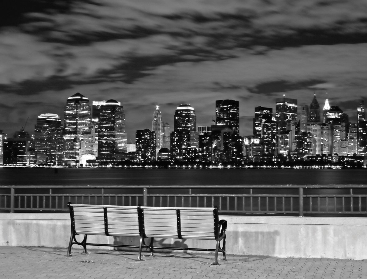 JP London Heavyweight Non Woven Art Prepasted Removable Wall Mural New York City Black and White Skyline Manhattan at 4 Wide by 3 feet high PMURLT2151 4 x 3