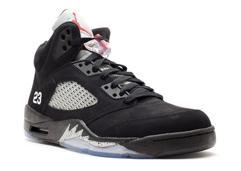 b14780a451e Amazon.com | AIR Jordan 5 Retro '2011 Release' - 136027-010 | Basketball