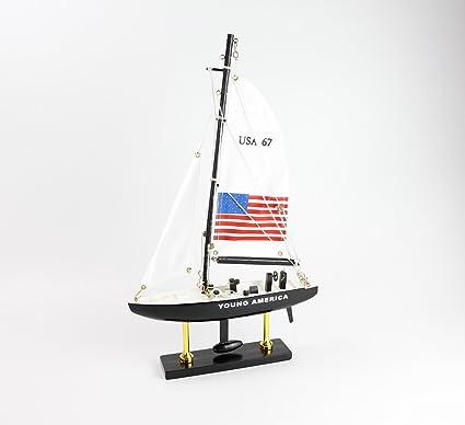 Bateau Modelisation Young America American Cup Bois Navigation A Voile Modele Navale Nouveaute Amazon Fr Cuisine Maison