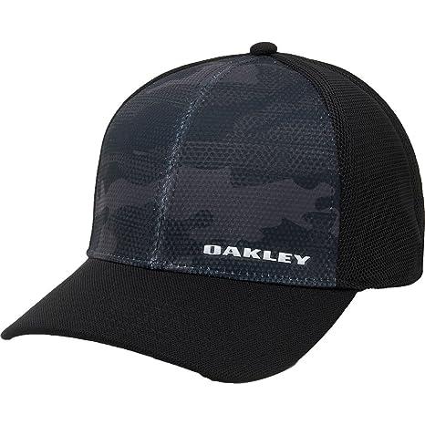 6c6dc2f1823f6 Amazon.com  Oakley Men s Silicone Bark Trucker Print 2.0 Flexfit Hats