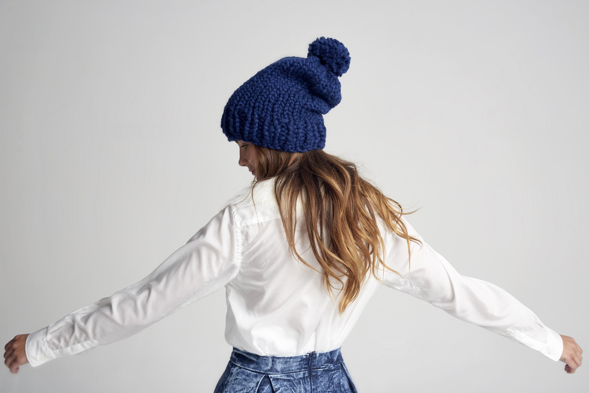 Loopy Mango DIY Kit - Slouchy Pompom Beanie (Bordeaux) by Loopy Mango (Image #5)