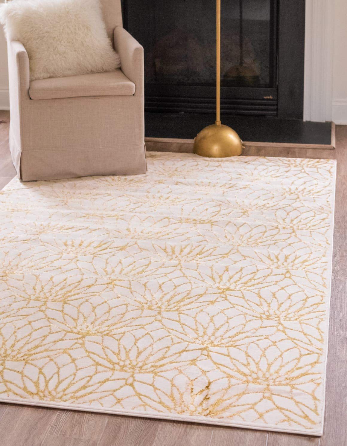 Unique Loom Marilyn Monroe Glam Collection Textured Lotus Floral White Gold Area Rug 4 0 x 6 0