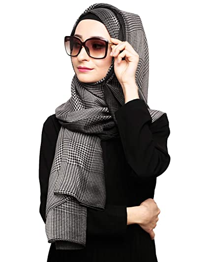 5817a8a9eb Modest Forever Women s Viscose Cotton Black Ombre Checkered Hijab(Black H1226 Freesize)   Amazon.in  Clothing   Accessories