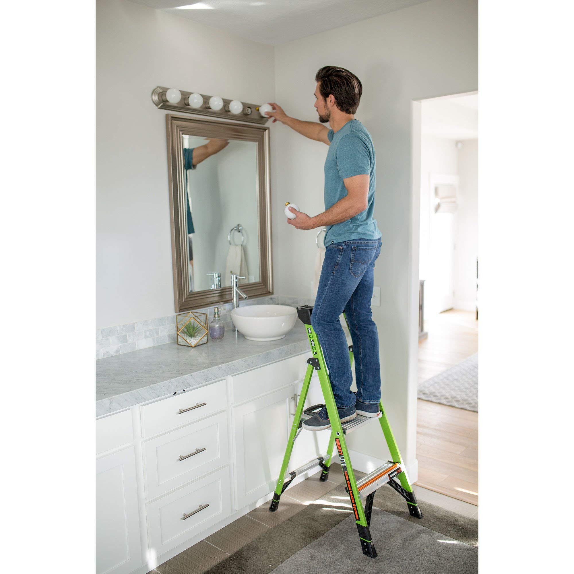 Little Giant Ladder Systems 15364-001 Mightylite 4 4, 4' IA 4 Step Ladder by Little Giant Ladder Systems (Image #3)