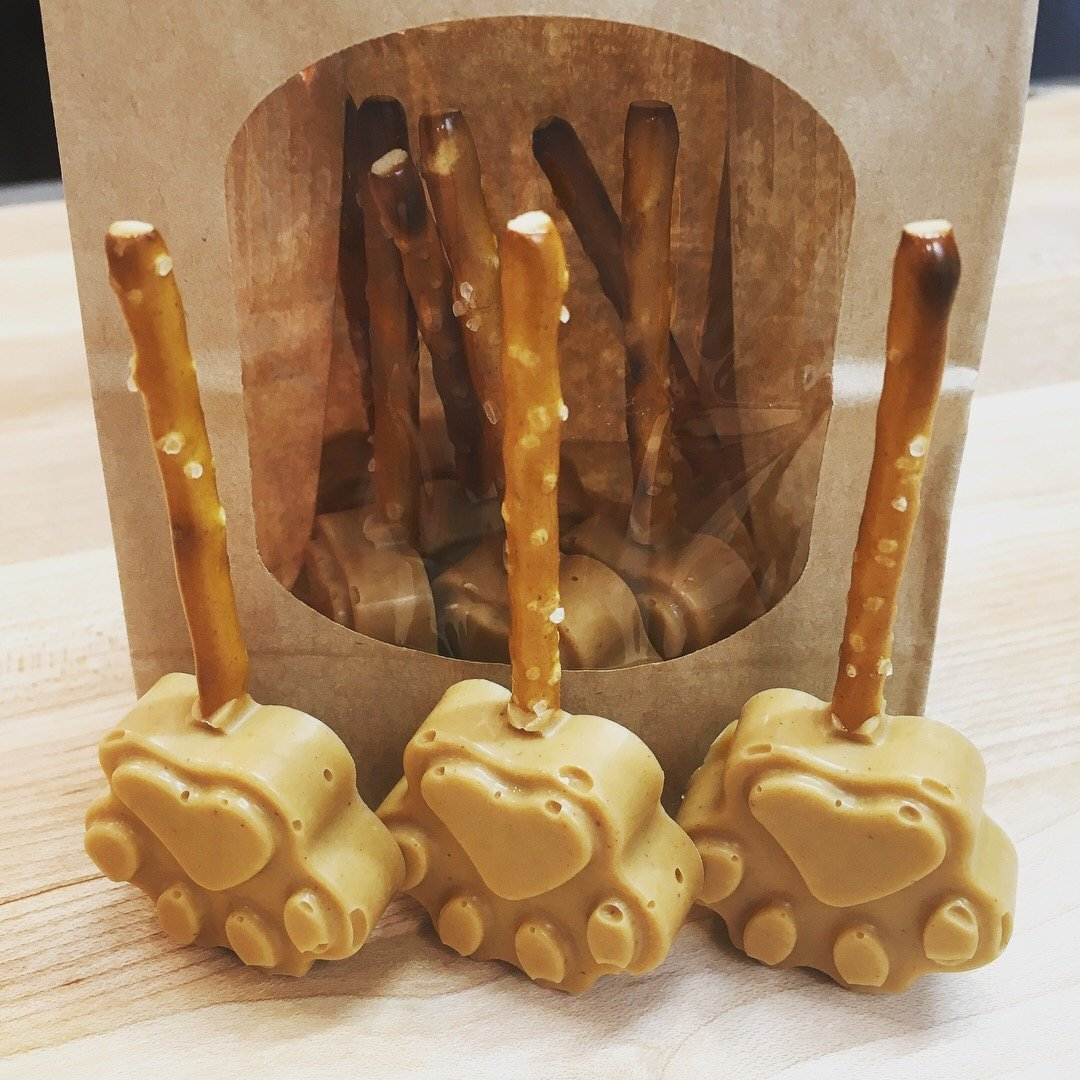 Peanut Butter Pretzel Paws for Dogs