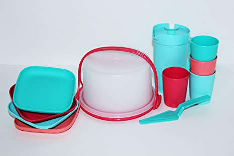 Amazon Com Tupperware 11 Piece Mini Party Play Set For Children Cake Taker Pastry Server 4 Cups 4 Plates And Pitcher Kitchen Dining
