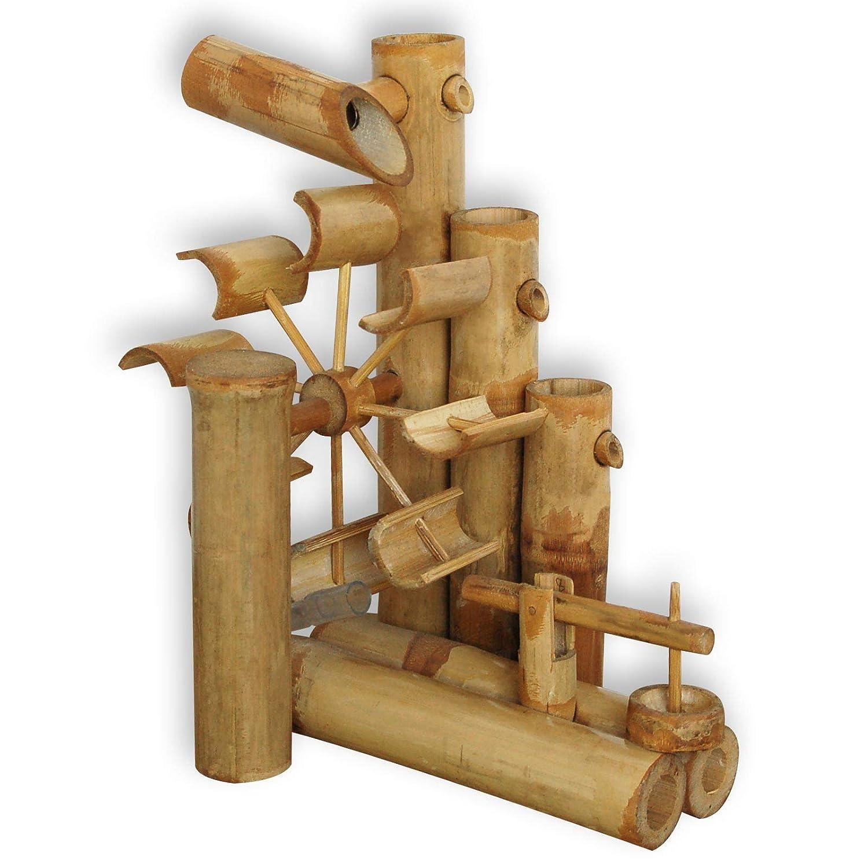 Fuente de Agua con Caña de bambú