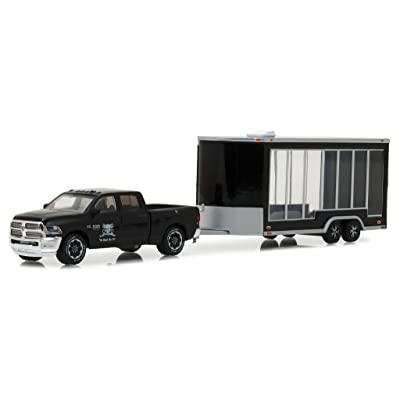 Greenlight 1:64 2016 Ram 2500 and Glass Display Traile Die Cast Vehicle: Toys & Games