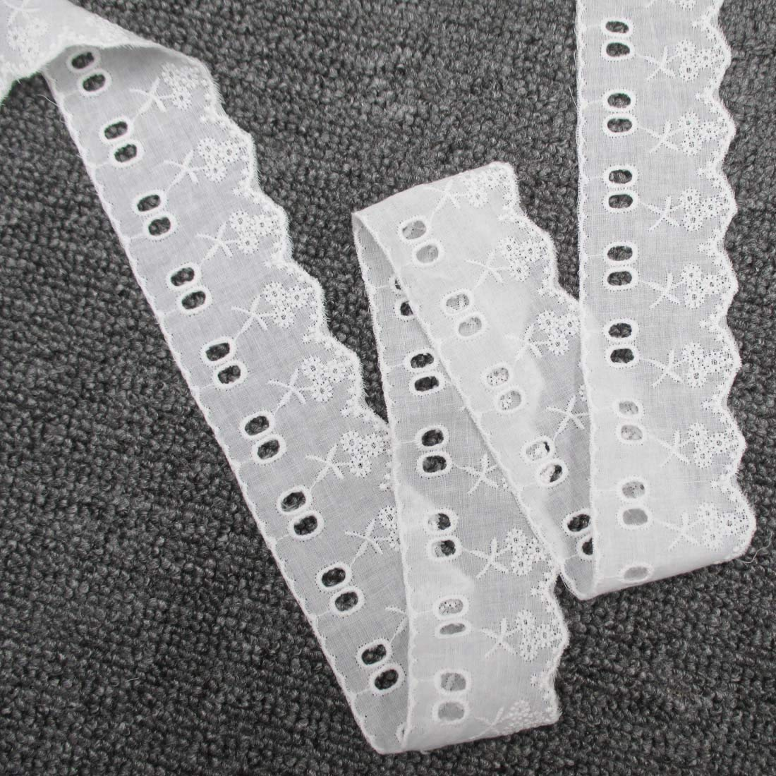 5 Yards 2 Inches Wide Cotton Lace Trims Patterned Embroidered Scalloped Lace with Eyeletteds