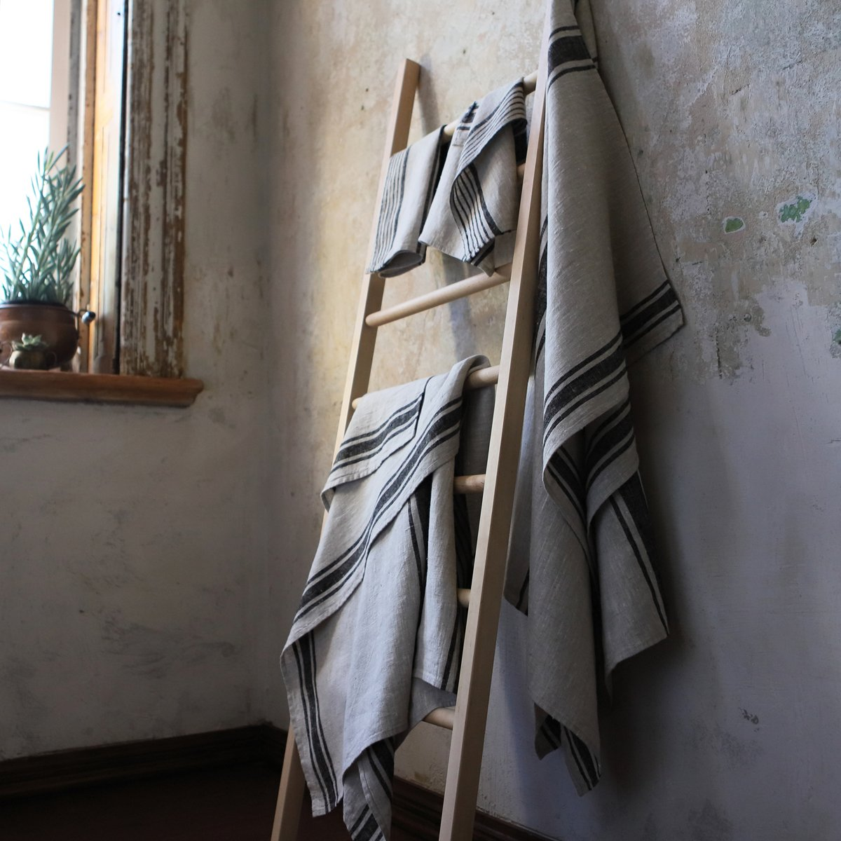 Provence striped French linen hand towel - made in Europe. #frenchlinen #linentowel #handtowels #stripetowel