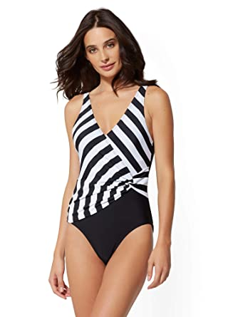 2fcbe810d39a4 New York   Co. Women s Stripe Colorblock Wrap One-Piece Swimsuit - Nyc  Swimwear at Amazon Women s Clothing store