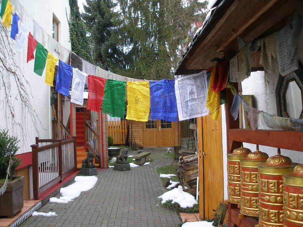 1 Rollo tibetischer Banderas de oración Nepal Silk 24 cm aprox.: Amazon.es: Hogar