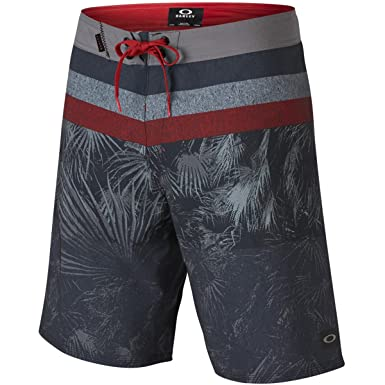 4eba3b8ded Amazon.com: Oakley Men's Treble 19 Boardshort: Clothing