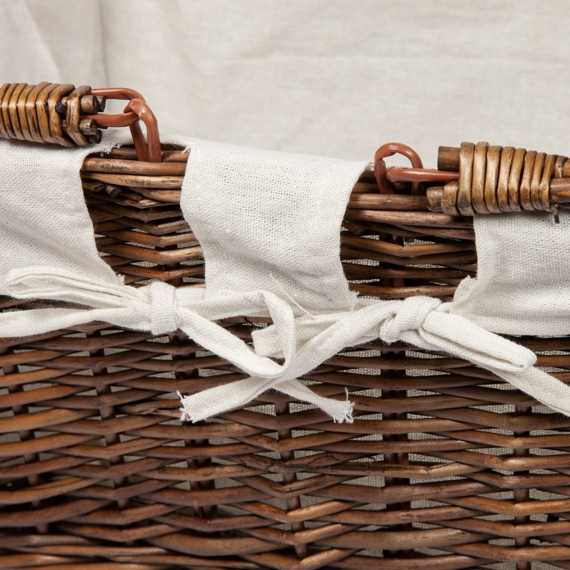 Woodluv Lined Wicker Hamper Picnic Large Oval Basket with Lids & Handle -White Elite Housewares