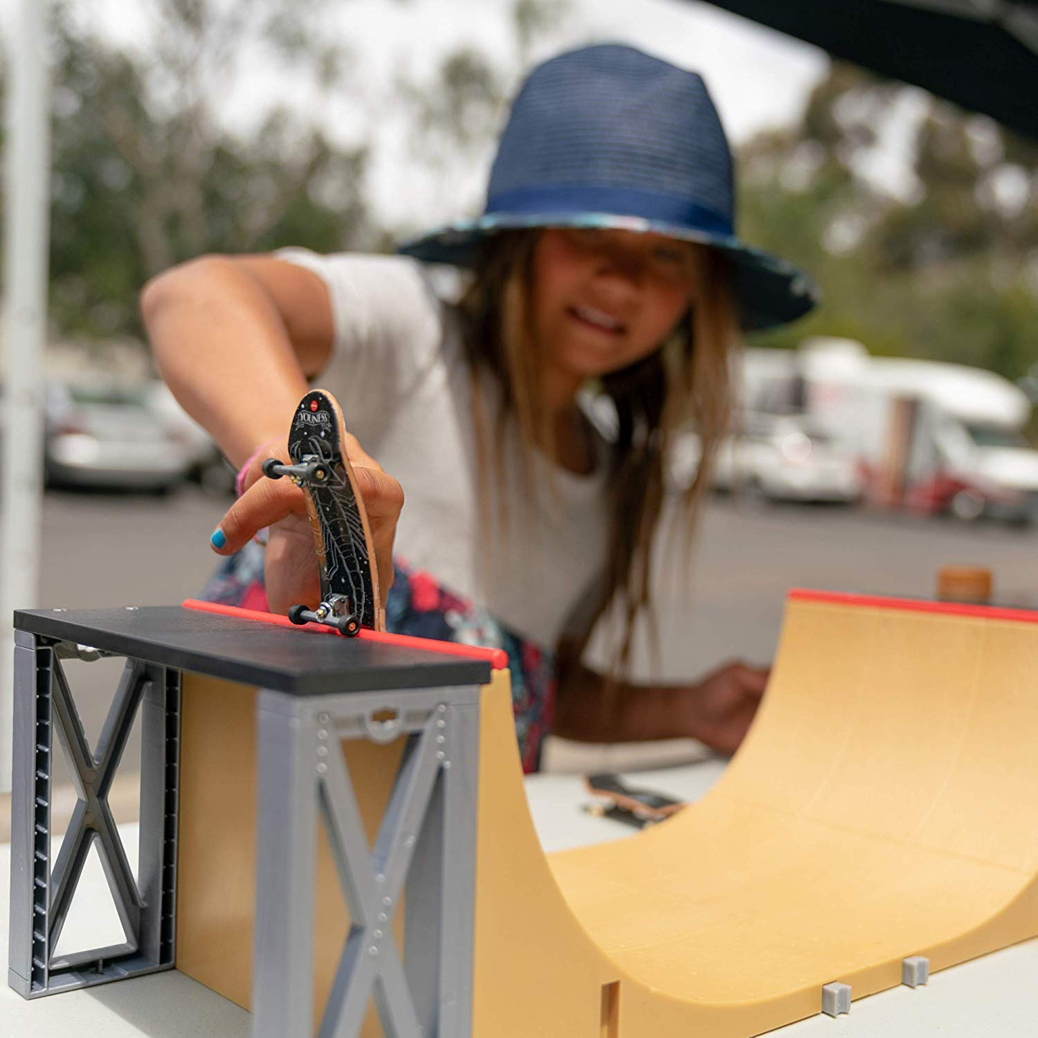 Tech Deck - Ultimate Half-Pipe Ramp and Exclusive Primitive Pro Model Finger Board, for Ages 6 and Up by Tech Deck (Image #3)