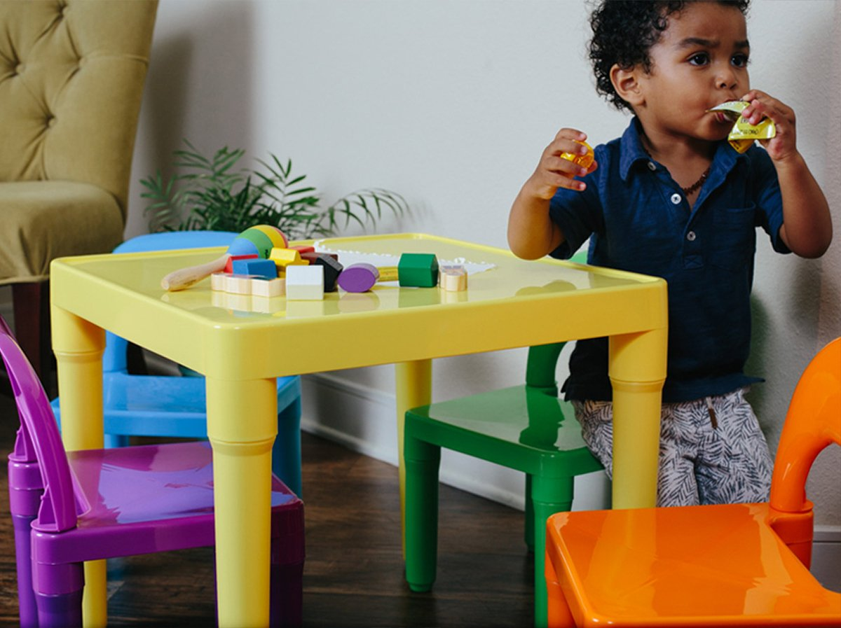 OxGord Kids Plastic Table and Chairs Set - Multi Colored Children Activity Table and Chairs for Playroom (Includes 1 Table and 4 Chairs) by OxGord (Image #5)
