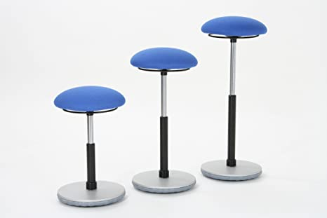 Moizi sgabelli azzurri con base in metallo grigio e alzata a