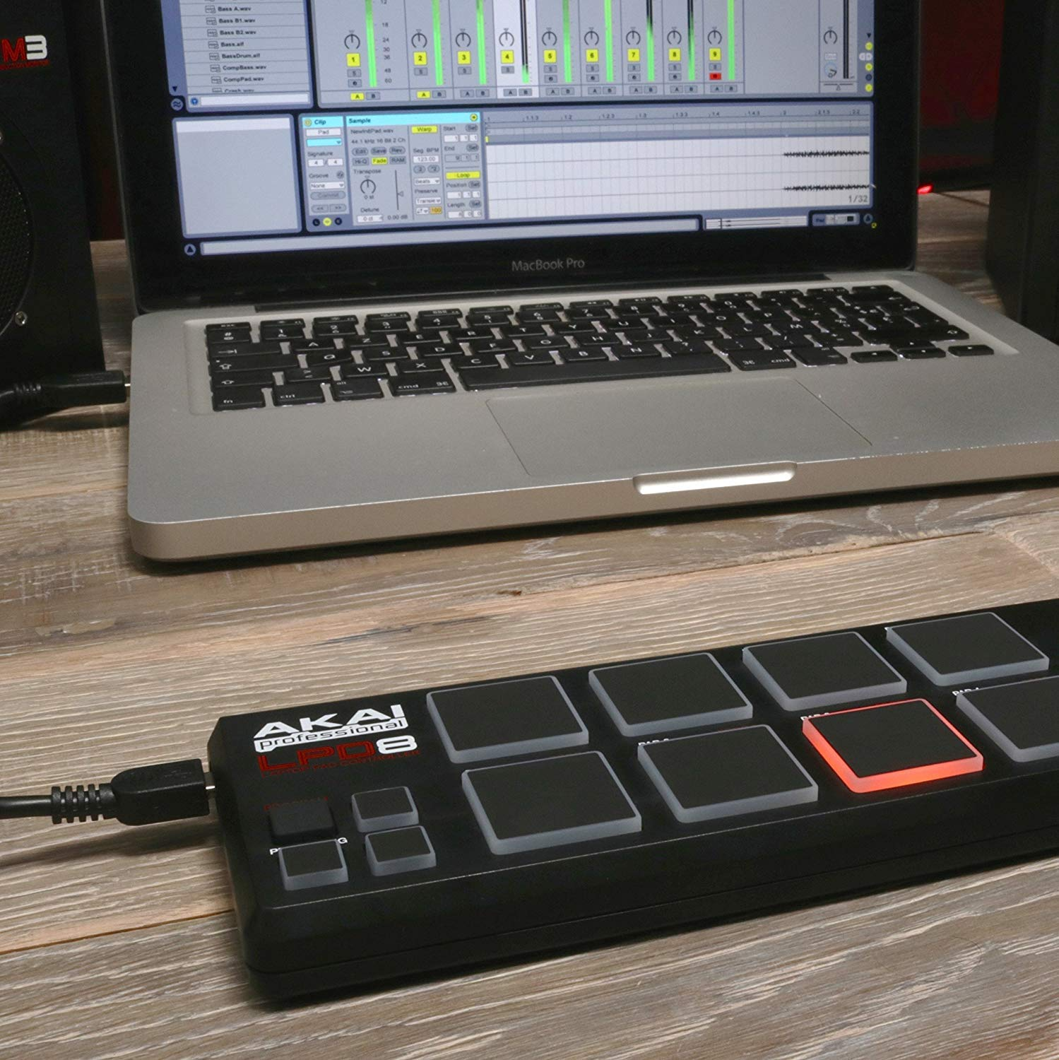 Akai Professional LPD8 USB-MIDI Pad Controller + 4 Port USB Hub + Pack of Cable Ties + Clean Cloth by Akai (Image #7)