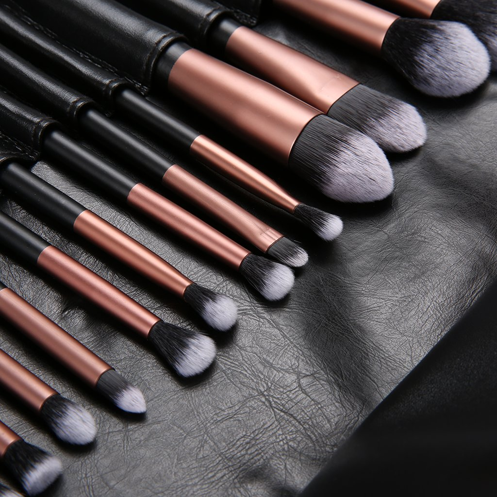 Amazon Ovonni 24PCS Professional Cosmetic Makeup Set Soft Foundation Blusher Eyeshadow Eyebrow Lip Conceal Brush Tools With Travel Pouch Golden
