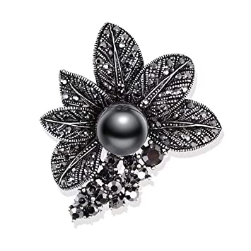 Retro Style Gun Black Rhinestones Brooches   Pins Simulated Pearl Leaf  Shape Brooch For Women Vintage 090118196c0a