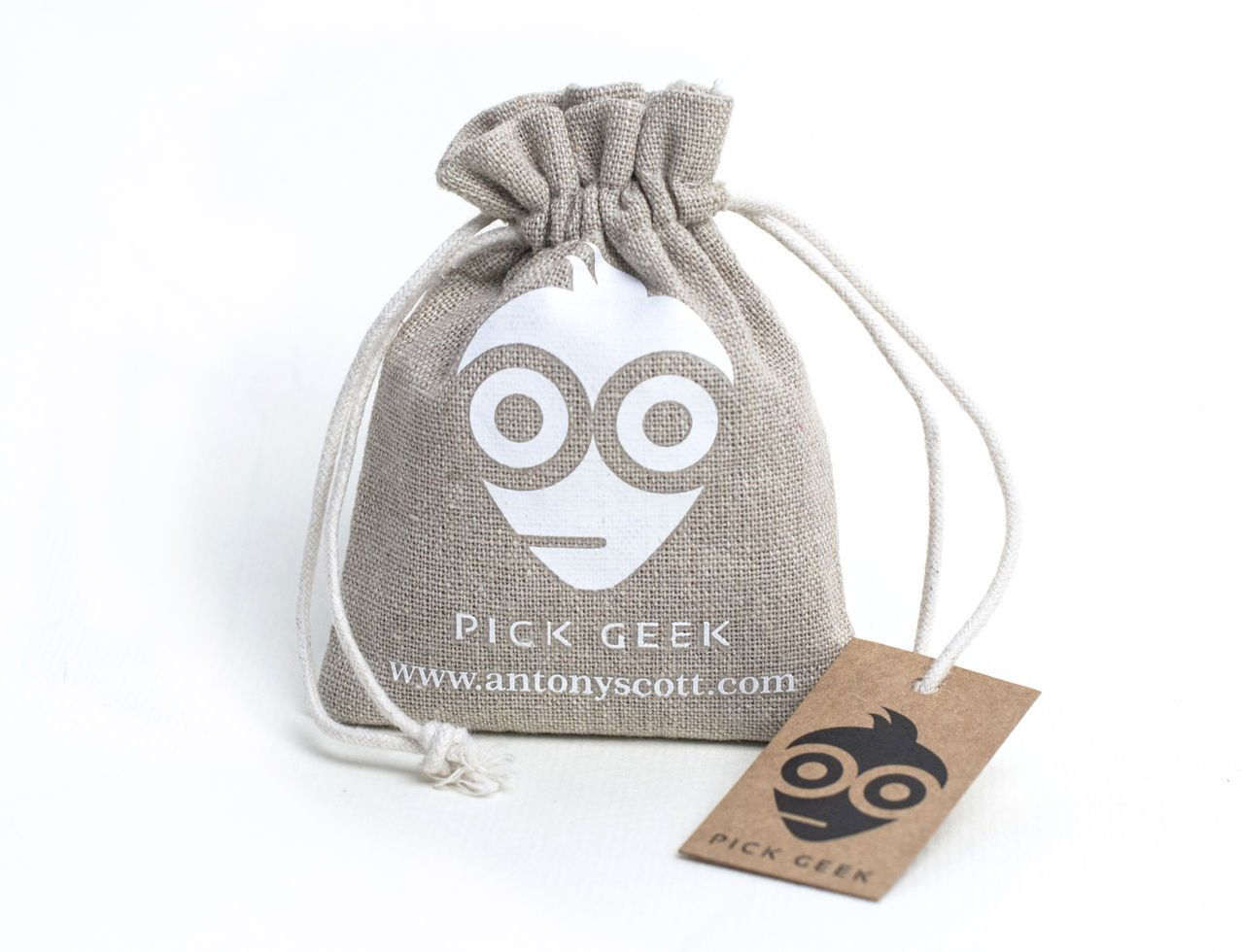 Pick Geek Guitar Picks, 101 Cool Custom Picks (Plectrums) For Your Electric, Acoustic, or Bass Guitar - Medium, Heavy, Thin, (Light) - Gifted in a Unique Pick Holder Bag - Keeping Picks together - A Perfect Gift - Enhance Your Pick Collection Now Antony Sc