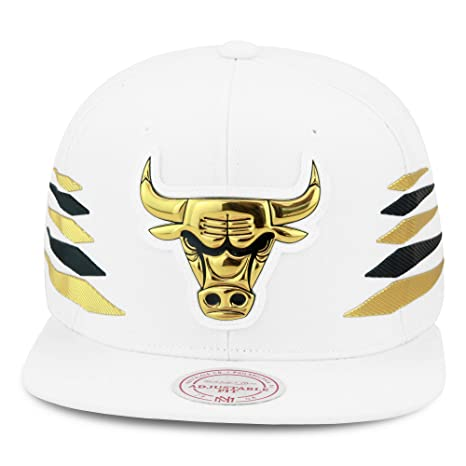 0b3b2a78 Mitchell & Ness Chicago Bulls Snapback Hat Cap White/Gold & Black Diamond  Side/Metallic Foil (Patent Leather)