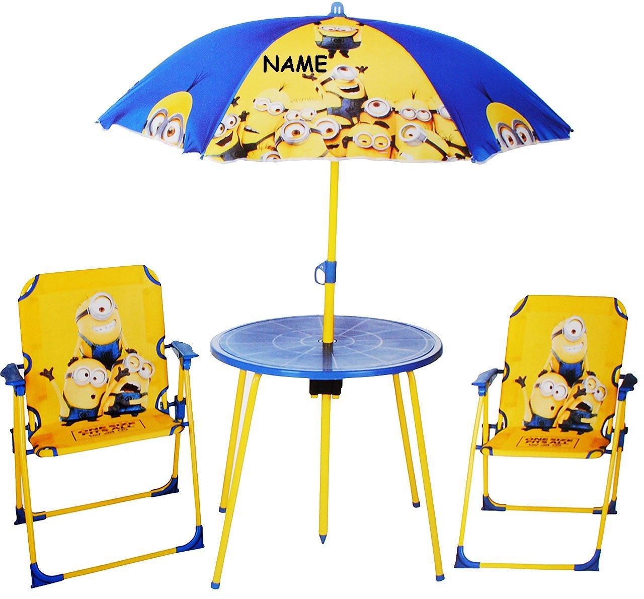 Sitzgruppe - Tisch + 2 Kinderstühle + Sonnenschirm -  Minion - Ich einfach unverbesserlich  - incl. Name - für Kinder - Campingstuhl - Klappstühle / kippsicher - für INNEN & AUßEN - Klappstuhl - Kindermöbel für Mädchen & Jungen - Plastik / Nylon & Metall - Stuhl Stühle / Kinderzimmer / Kindertisch - Kinder - Gartenmöbel Kindertischgruppe - Minions / Mark Dave Stuart Bob Kevin - für Kinder - Despicable Me