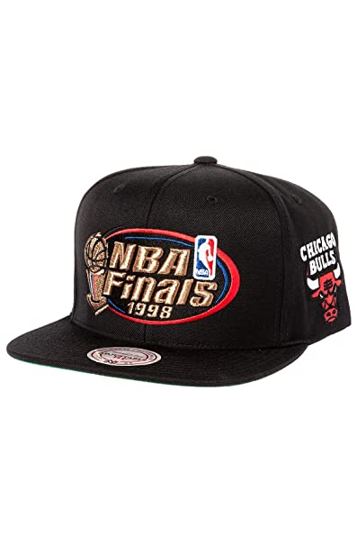 488cdecd25b Amazon.com   Mitchell   Ness Men s Chicago Bulls 1998 NBA Finals  Commemorative Snapback Hat One Size Black   Clothing