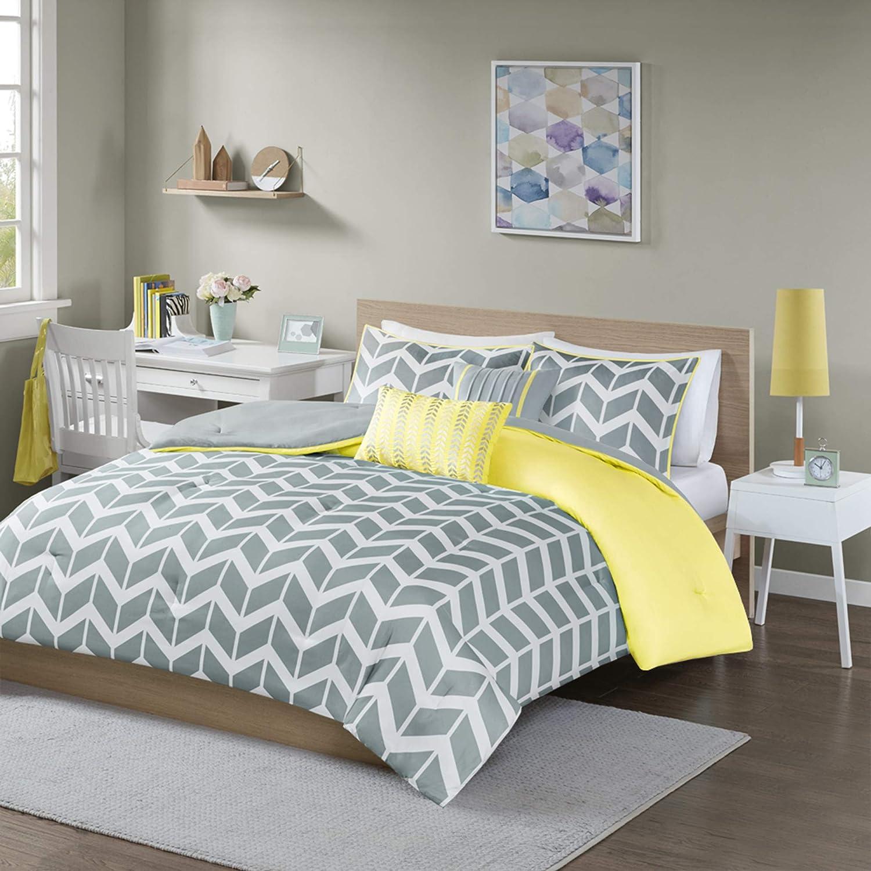 Intelligent Design Nadia Comforter Set, Twin/Twin XL, Yellow