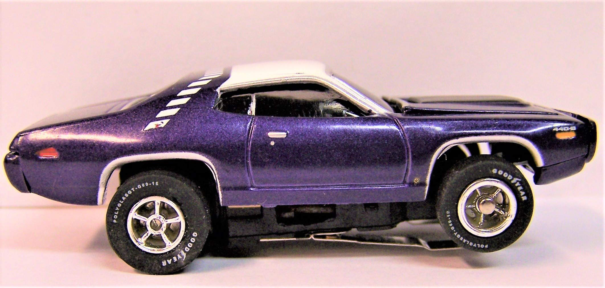 Auto World Purple 1971 Plymouth Road Runner Cars N Coffee Ho Scale Slot car
