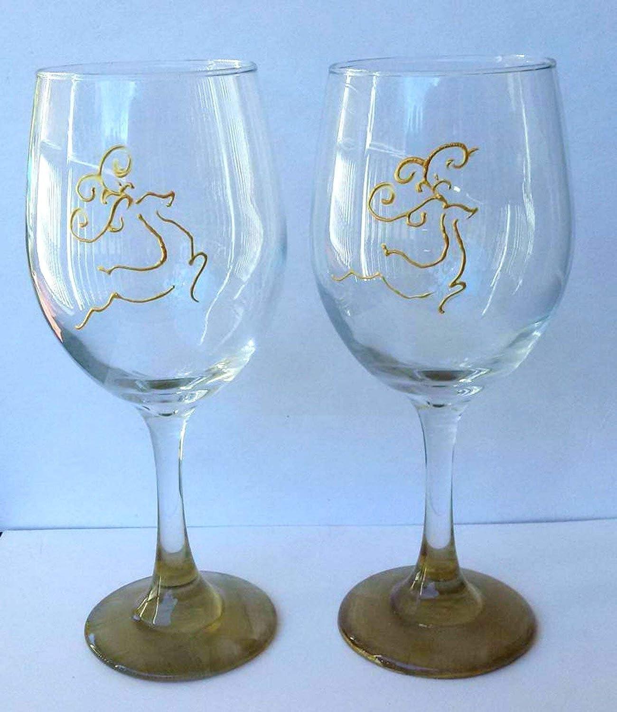 Amazon Com Golden Deer Hand Painted Metallic Reindeer Wine Glasses Set Of 2 Holiday Home Decor Handmade