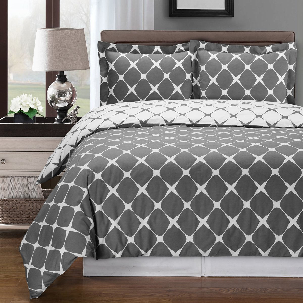 8PC Bloomingdale Grey and White King Size Bed in a Bag set Include: 3pc Duvet Cover Set + 4pc sheet Set+ 1pc Down Alternative Comforter