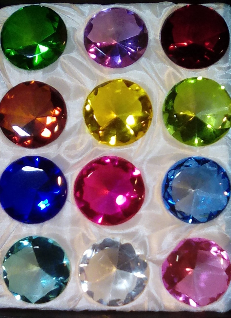 Holiday's Day Special: Crystal Glass Diamond Paperweight Round Cut 12pc Box Set (50mm)