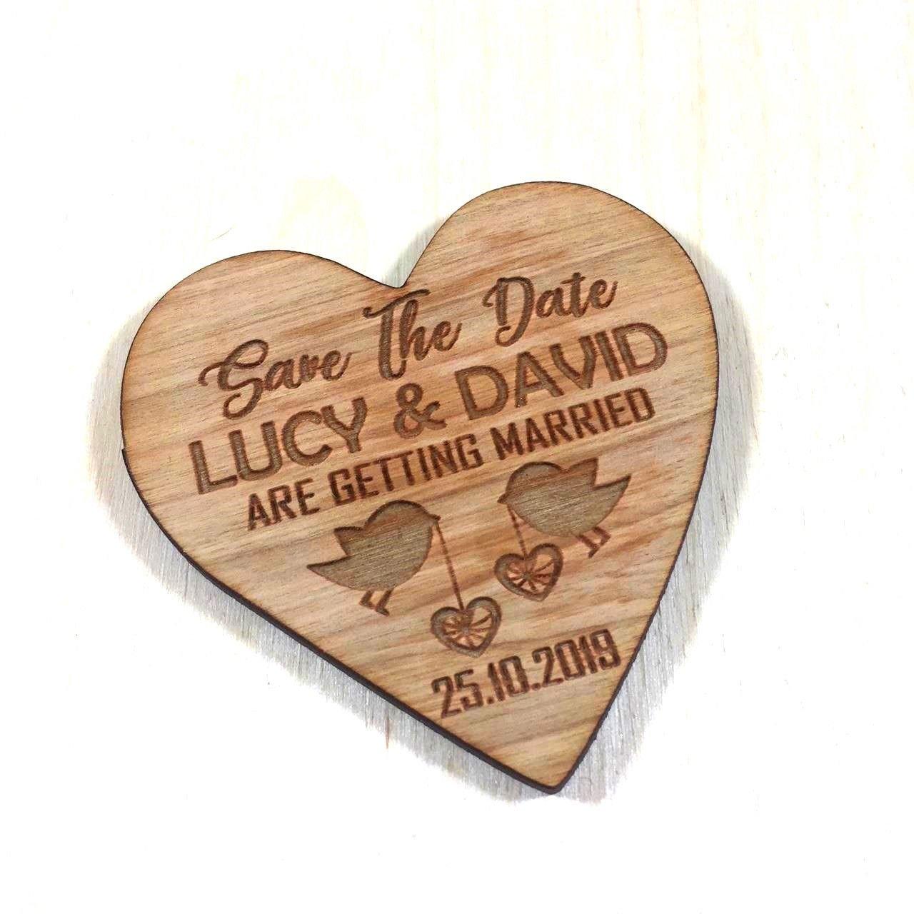 Tarjeta de invitaciones de boda con diseño de corazones ...