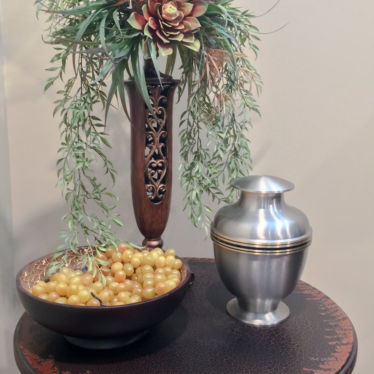 Beautiful Life Urns Manchester Adult Cremation Urn – Elegant Brass Funeral Urn with a Stunning Silver Finish and Gold Trim Large