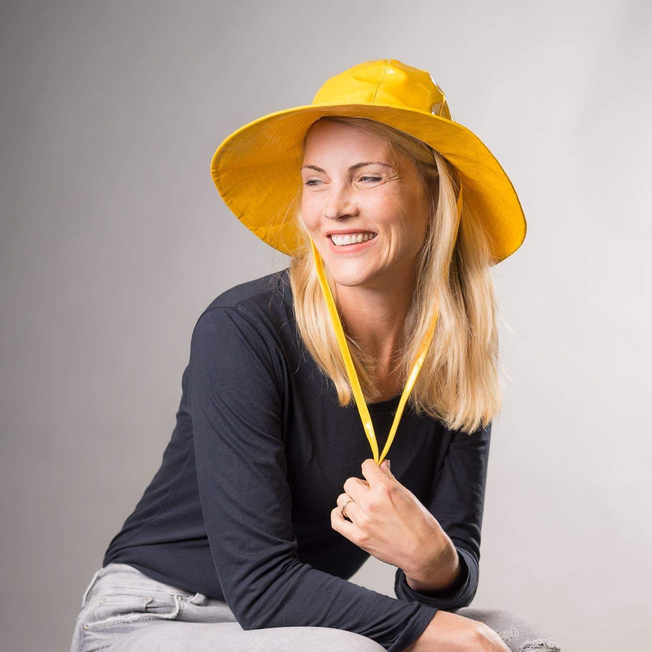 Cappello Antipioggia Floppy McBURN cappello laccato sottogola One Size -  bianco  Amazon.it  Abbigliamento 5f27b696e85f