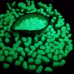 2.2lb Glow in The Dark Pebbles Rocks Concrete Luminous Stones Concrete for Walkways Garden Path Patio Lawn Garden Yard Decor (Kelly)