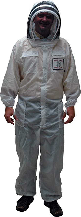 Amazon.com: Mann Lake CV210 Nylon Honey Maker Bee Suit with Veil, White,  Medium: Garden & Outdoor