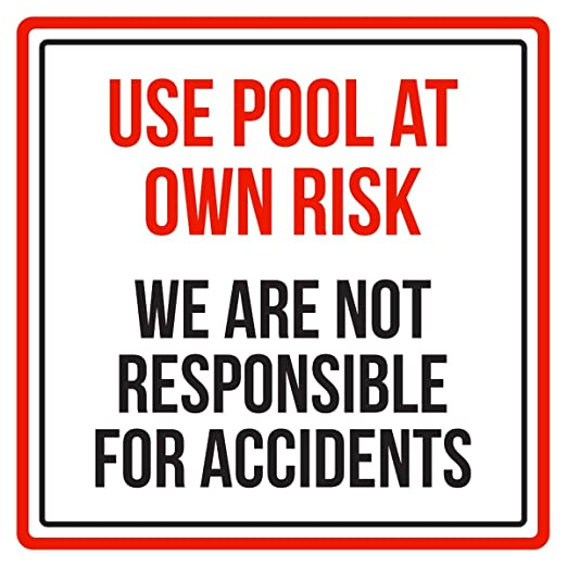 Señal de advertencia con texto en inglés «Use Swimming Pool ...