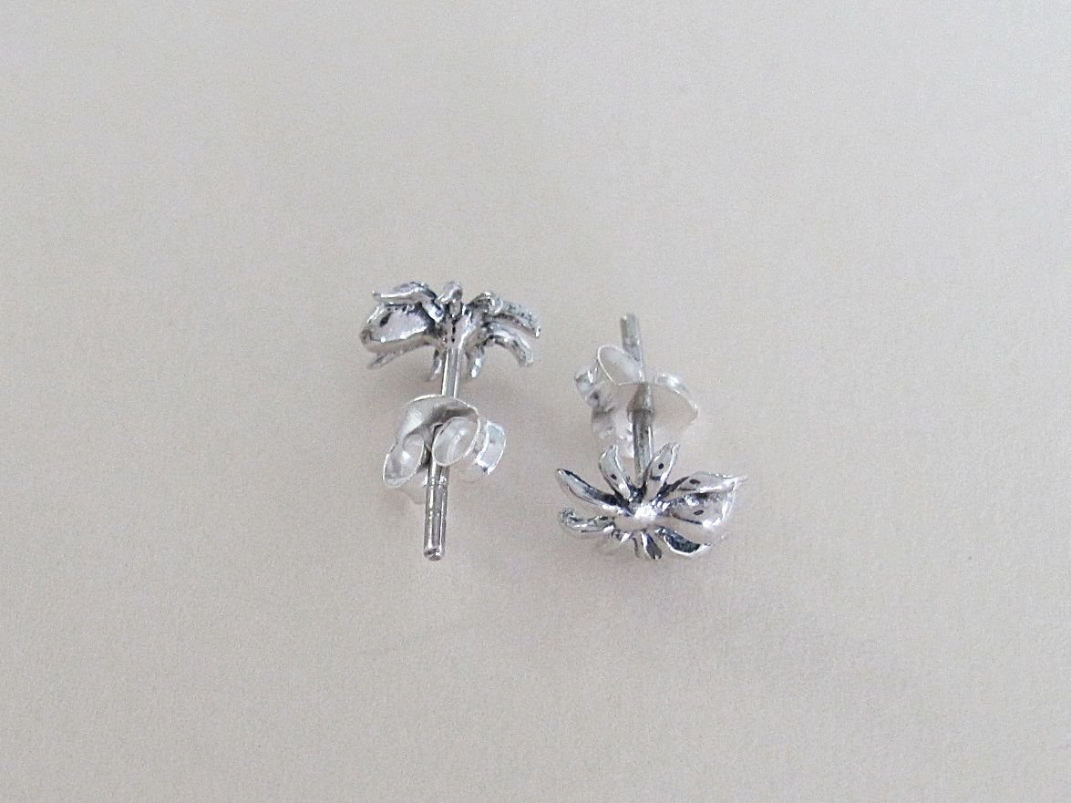 Sterling Silver 8mm Spider Post Stud Earrings.