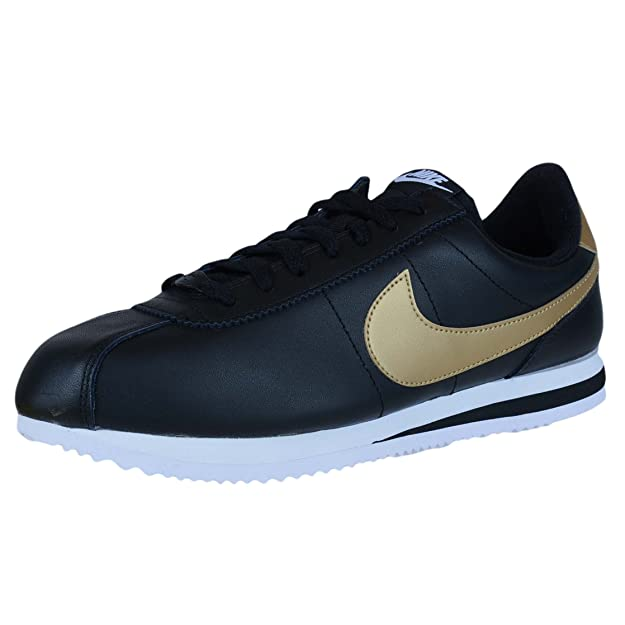 new style a0154 1a6ad Amazon.com   Nike Men s Classic Cortez Leather Running Shoes   Road Running