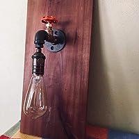 Lámpara industrial, modelo Mendeleyev con válvula decorativa. Se ensambla con tubería de hierro al carbono de media pulgada, la válvula es de bronce. La base de madera se entinta a mano a gusto del cliente (ver colores disponibles). Bombilla incandescente de 40w de luz cálida y relajante.