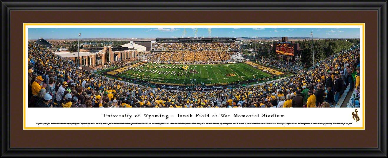 Wyoming Cowboys Football – 50 Yard Line – Blakewayパノラマ大学フットボール印刷  チームカラーのダブルマット付きデラックスフレーム B0765Z475L