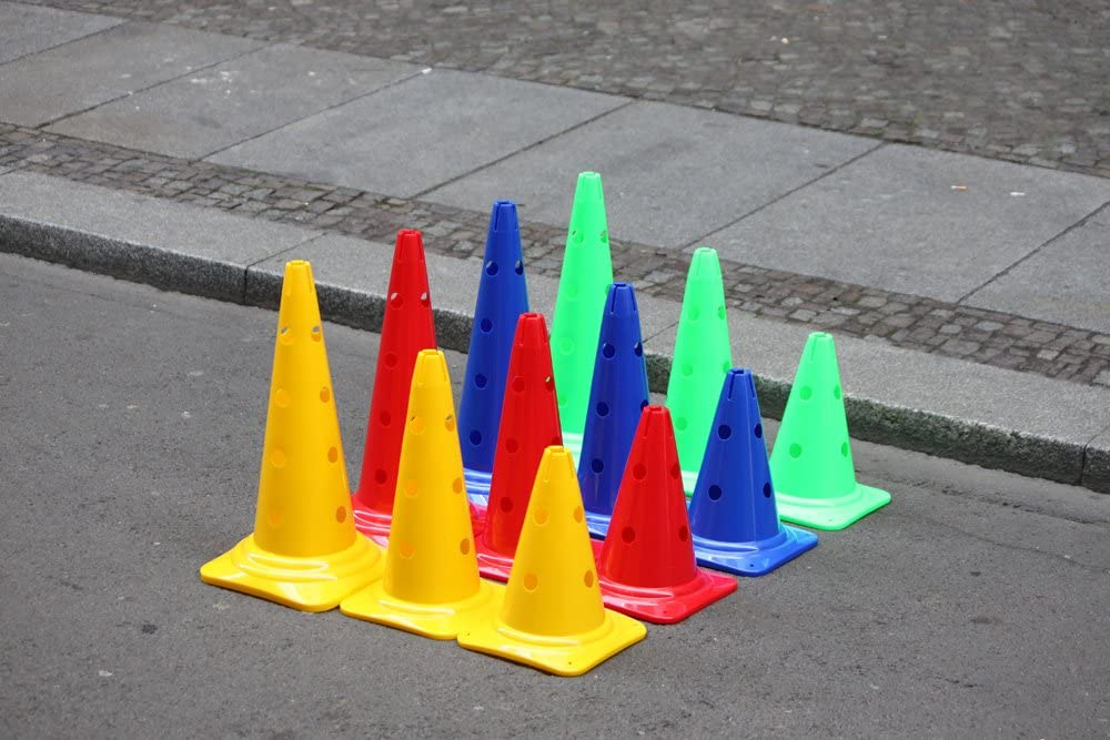 Boje Sport Set de 4X Vallas de Entrenamiento: 8X escaleras de Entrenamiento 4 Colores 4X Picas: 80 cm 8X Conos multifuncionales: 30 cm