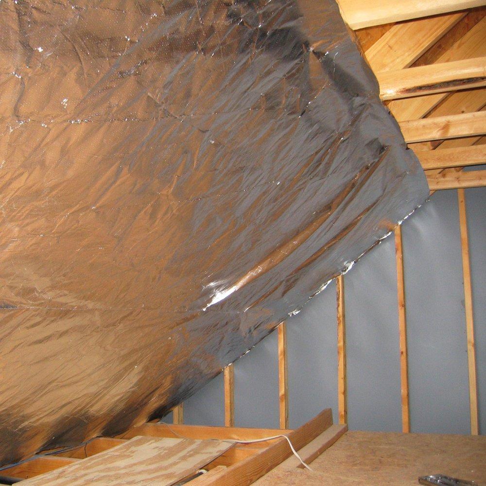 radiantguard Xtreme radiante Barrera 51 1000 pies cuadrados (xtr-1000-b-51) - transpirable de aluminio reflectante aislamiento de techo de ático casa Wrap ...