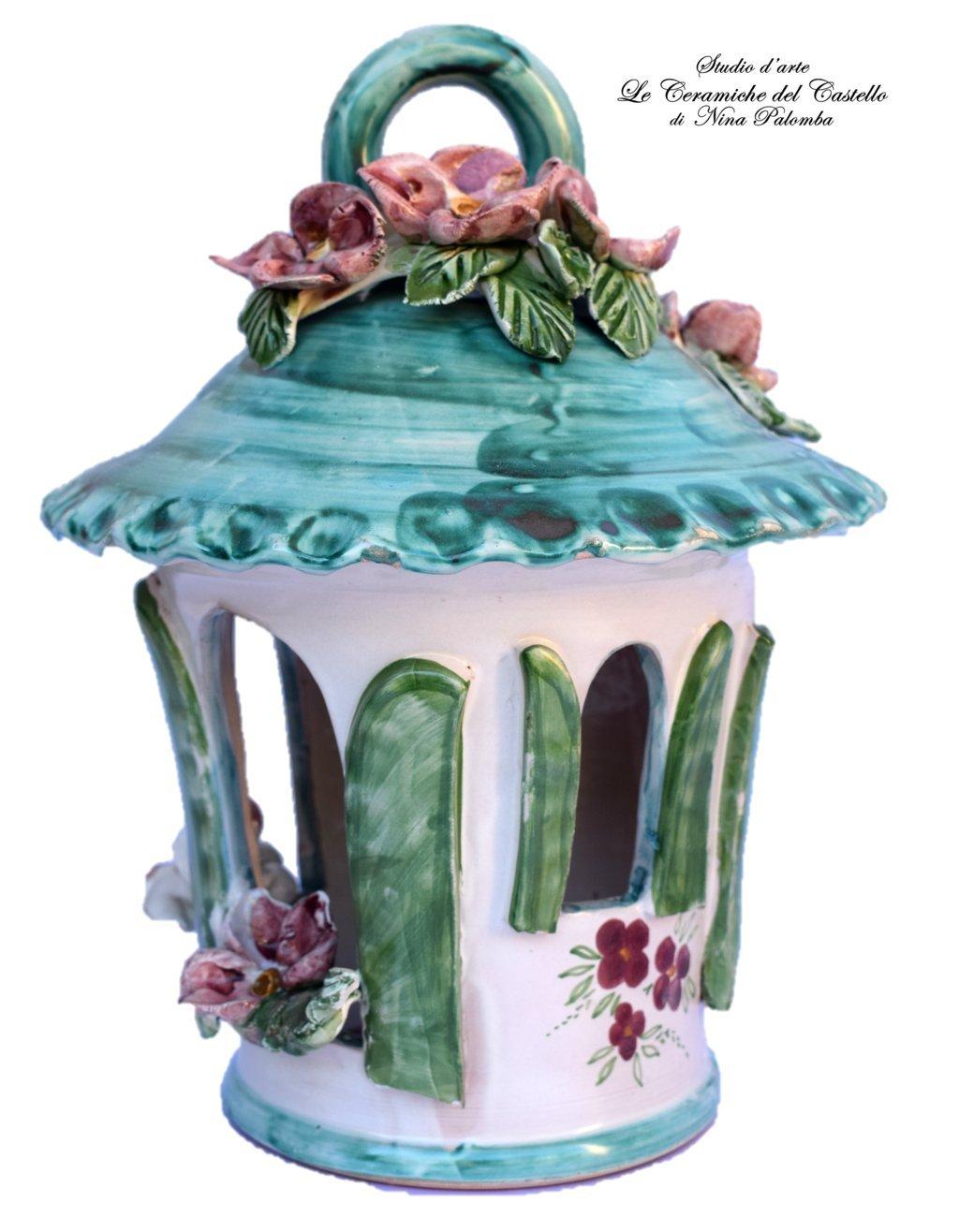 Lanterna in Ceramica Traforata e Dipinta a mano Handmade Le Ceramiche del Castello Pezzo Unico Made in Italy Dimensioni 28 x 26 cm